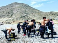 Preparing with the diving equipment for the dive