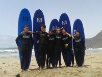 Campamento de iniciación al surf en Lanzarote