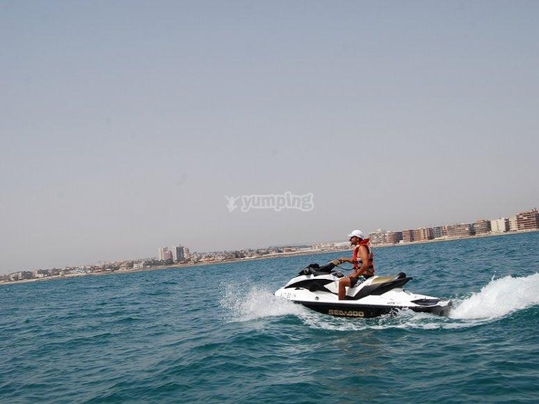 Moto de agua a toda velocidad