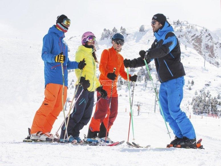 Dando una clase de esqui