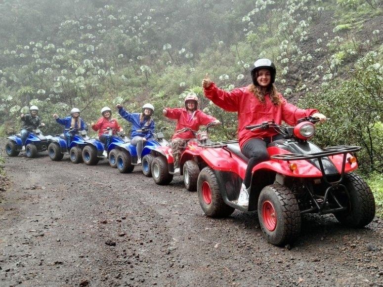 Fila de quads en Tenerife