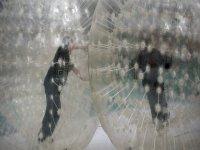 Dentro de las burbujas de zorbing