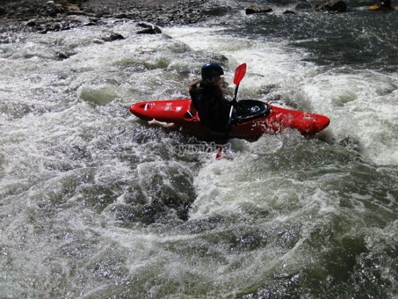 disfruta de una experiencia en aguas bravas