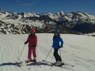 Clase de esquí en Valdesquí con material incluido