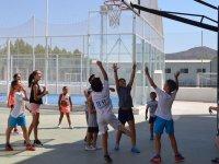 在营地里的篮球
