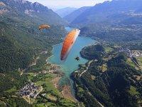 在Panticosa驻地的滑翔伞与照片