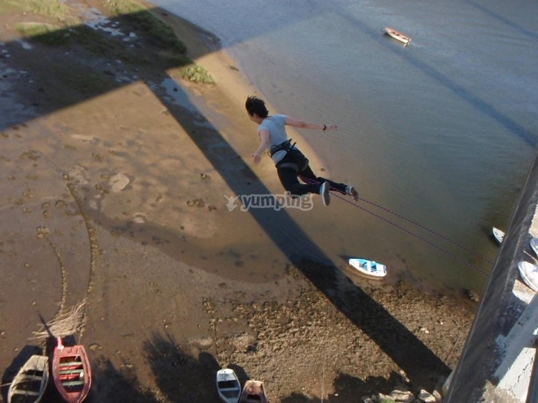 Salto de puenting en Noja