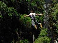 Emocionante salto de puenting