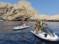 Disfrutando de una ruta en moto de agua por Es Vedra