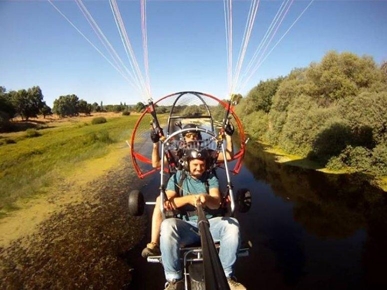 在滑翔伞中起飞