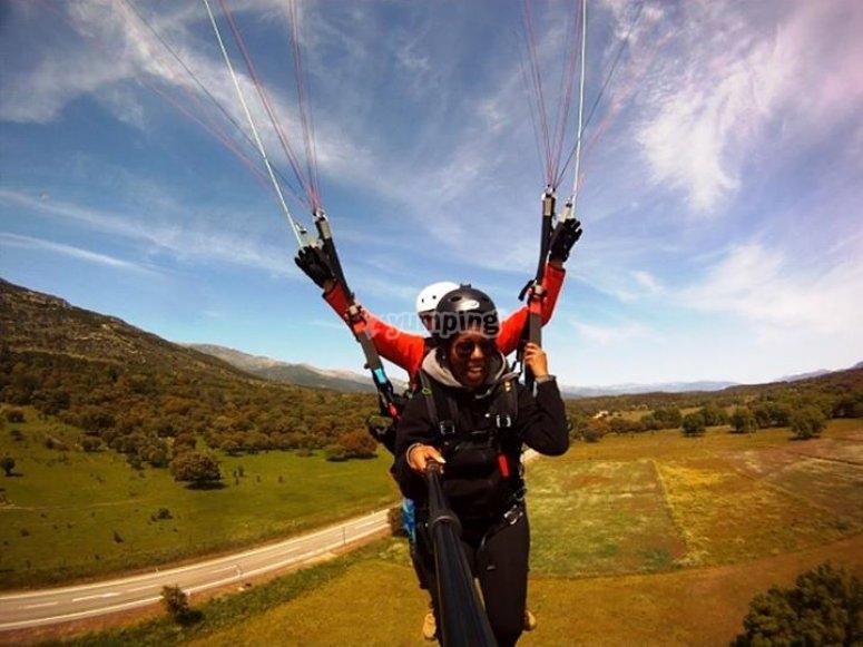 在滑翔伞飞行中