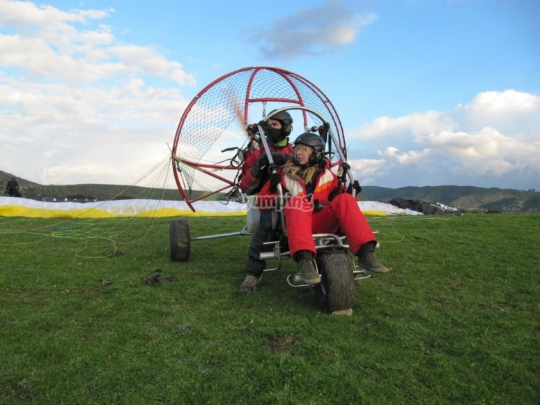 滑翔伞起飞前