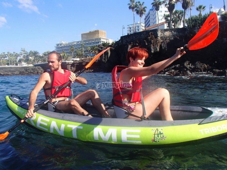 Disfrutando de un paseo en kayak