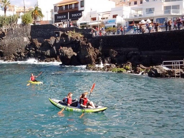 Disfrutando del paraje en kayak doble