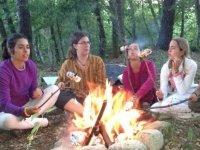 fuego en campamento.