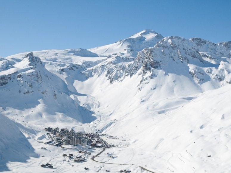 nieve sobre las montanas