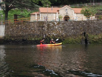 Kayaking in Ponte Ulla. Low Difficulty