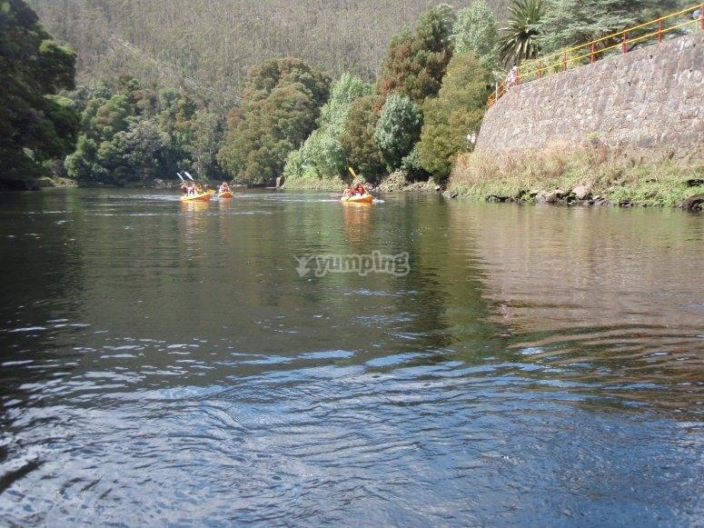bellos paisajes sobre el kayak