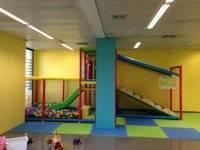 Sala con area infantil