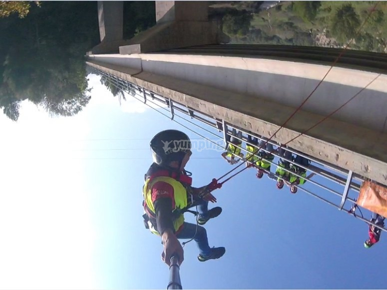 Dal retro del bungee jumping