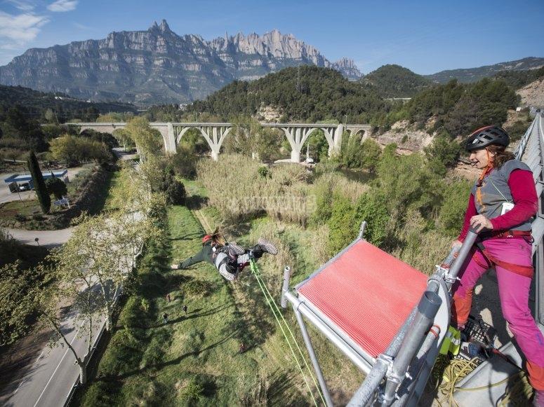 从桥顶跳下的景色