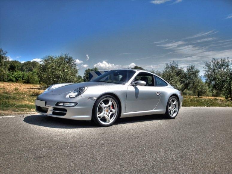Porsche sobre el asfalto