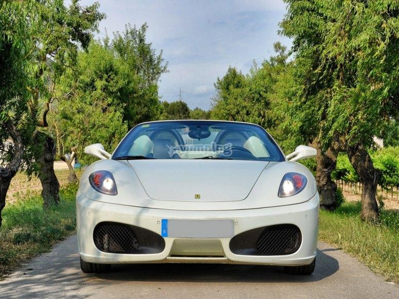 Ferrari de frente