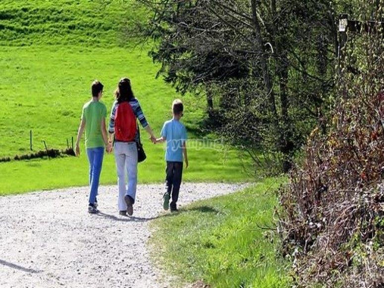 caminando por la senda.