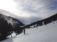 Descendiendo con las raquetas de nieve