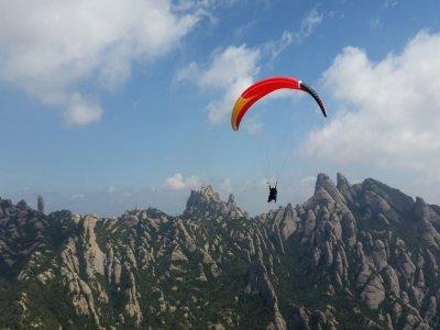 在蒙特塞拉特徒步旅行和滑翔伞