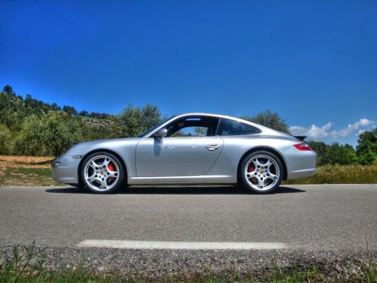 Porsche parcheggiata
