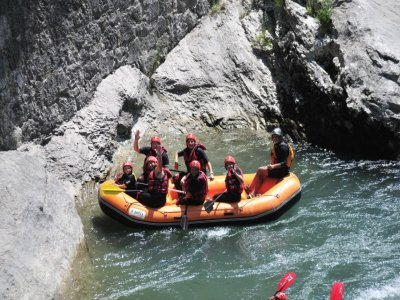 Family float rafting Ésera river Silla for kids