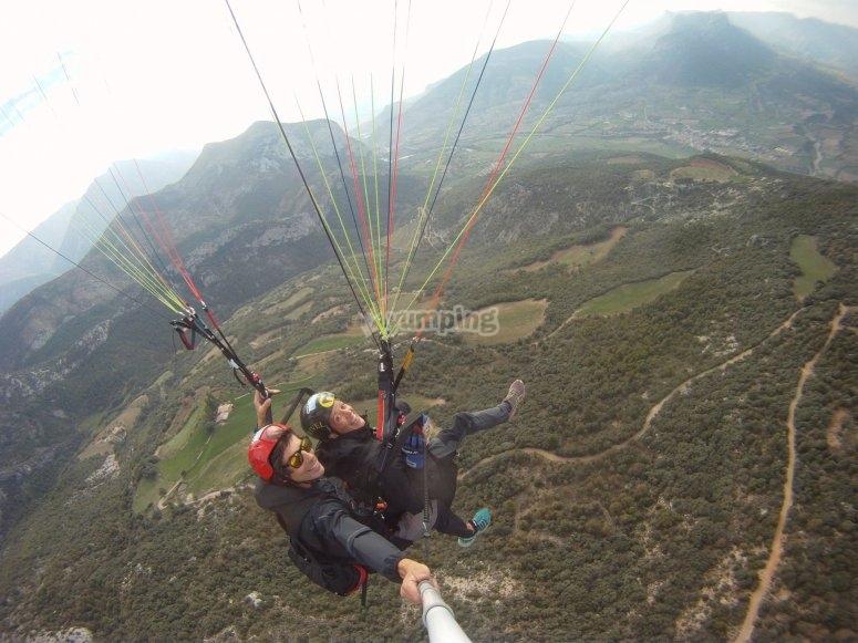 Viajando en parapente por el aire