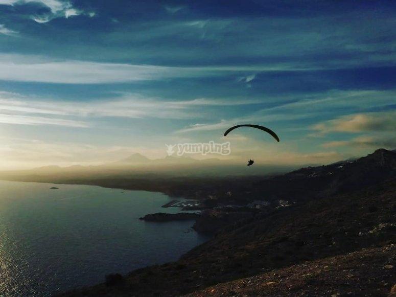 黎明滑翔伞