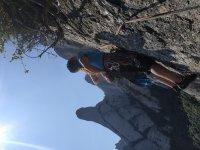 通过蒙特塞拉特和绳降开始攀登
