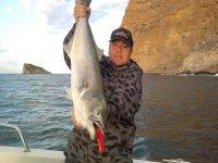 En la embarcación con el pez pescado
