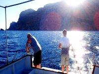 Recogiendo el anzuelo desde el barco