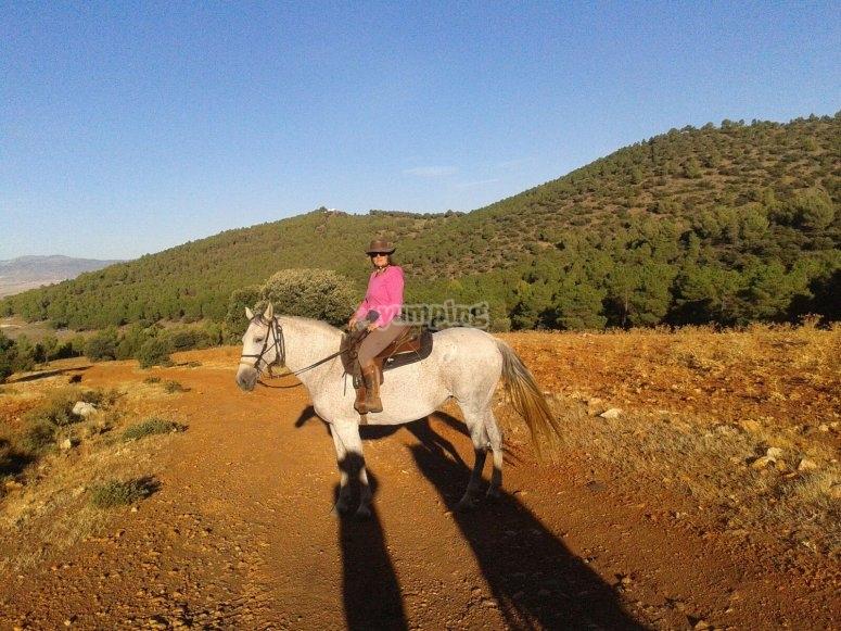 A caballo en el campo