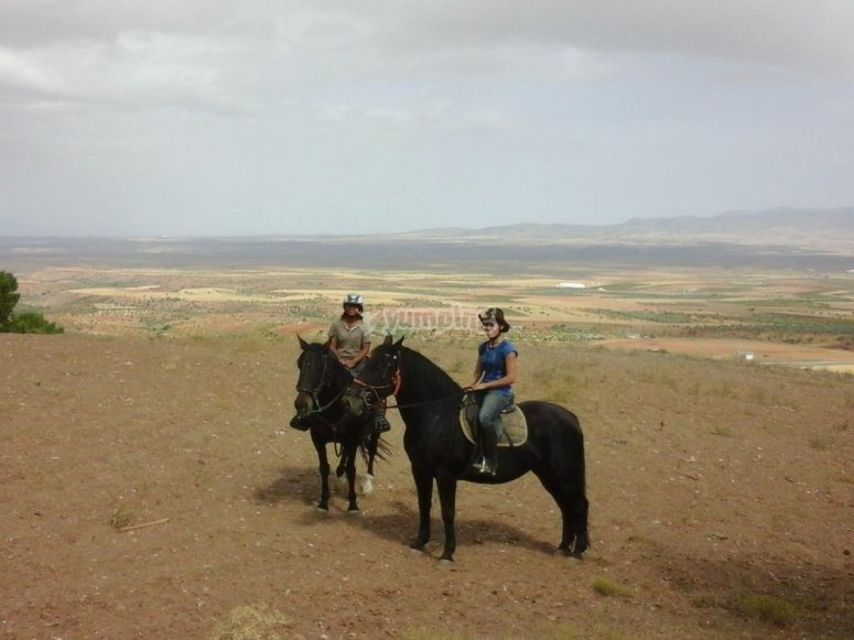 Montando a caballo por los paisajes de Granada