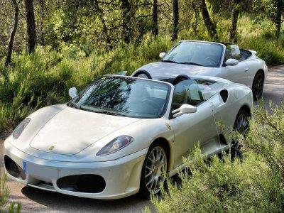 Pilota Ferrari F430 e Porsche, a Barcellona 40 km