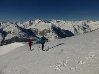 带滑行了坡跟滑雪板