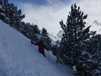 Cubierto de nieve hasta las rodillas