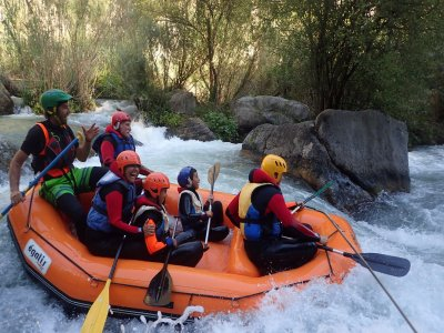 Rafting in acque bianche di livello III a Montanejos