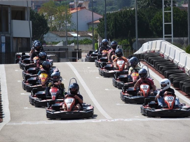 Pilotos aguardando el inicio de la carrera
