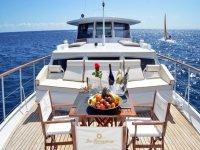 Todo preparado para una celebración genial en el barco