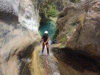Bajando con ayuda de una cuerda
