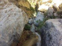 Rio encajonado en la montana