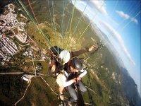 滑翔伞飞行Tandem在Sierra de Grazalema