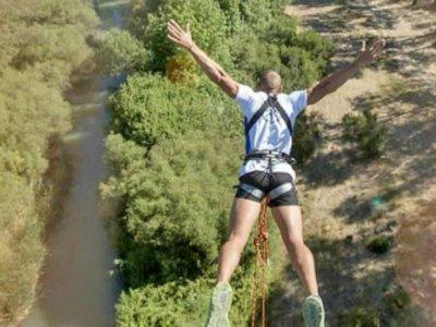 Hacer un salto de puenting en Cádiz con fotos