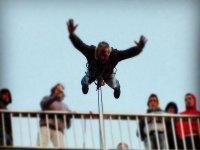 在加的斯2蹦极有照片报告跳跃